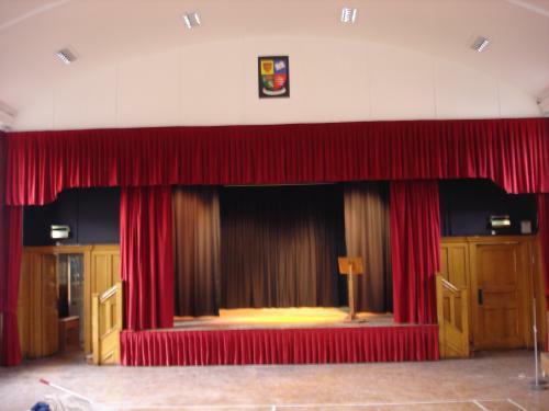Színházi bársonyfüggöny, sötétítőfüggöny
